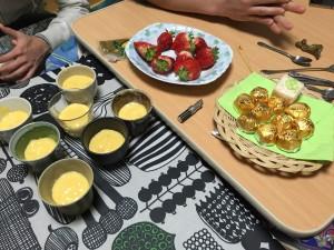 手作りマンゴープリン いちご