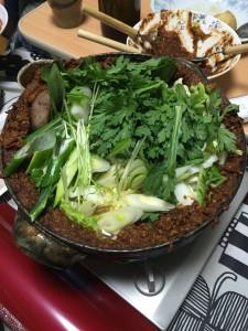 土手鍋!下には、たら、牡蠣、ととても贅沢な味わい!