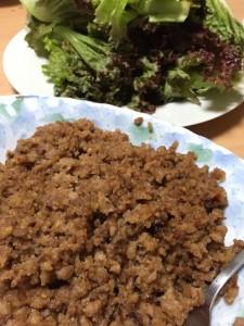 肉味噌のレタス巻き