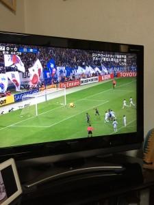サッカーを見つつ!日本おめでとう!