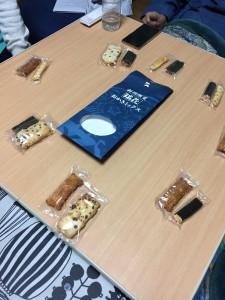 柿崎先生、田崎先生のお土産をいただきながら、こぼさぬよう丹念に注いだお茶をのみました。