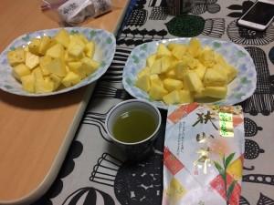 すっぱいパイナップルと以前頂いた狭山茶