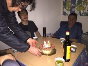 塾長の前に置かれたケーキ。