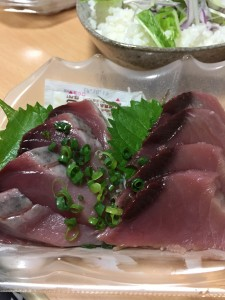 冷蔵庫から先程購入した魚を用意。