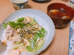 本日のメニュー 親子丼・ワンタンスープ