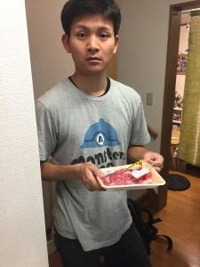 松元先生は包装を外します。
