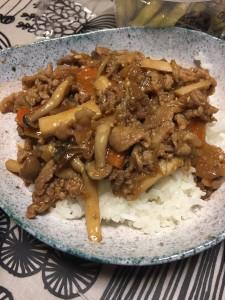森口先生の大好物「焼肉のタレ」で味付けされた焼肉丼