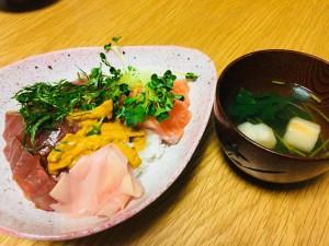 海鮮丼とすまし汁
