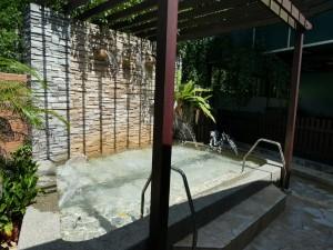 プールが常設。熱帯という気候の違いを感じます